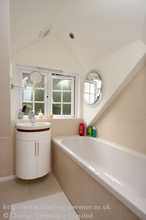 Loft conversion en-suite with dormer window
